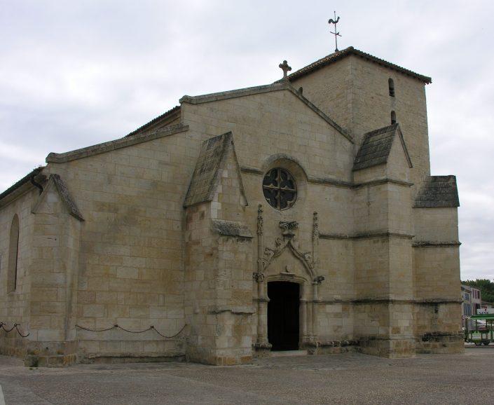 L'église de la Sainte-Trinité de Coulon est un paisible édifice roman.