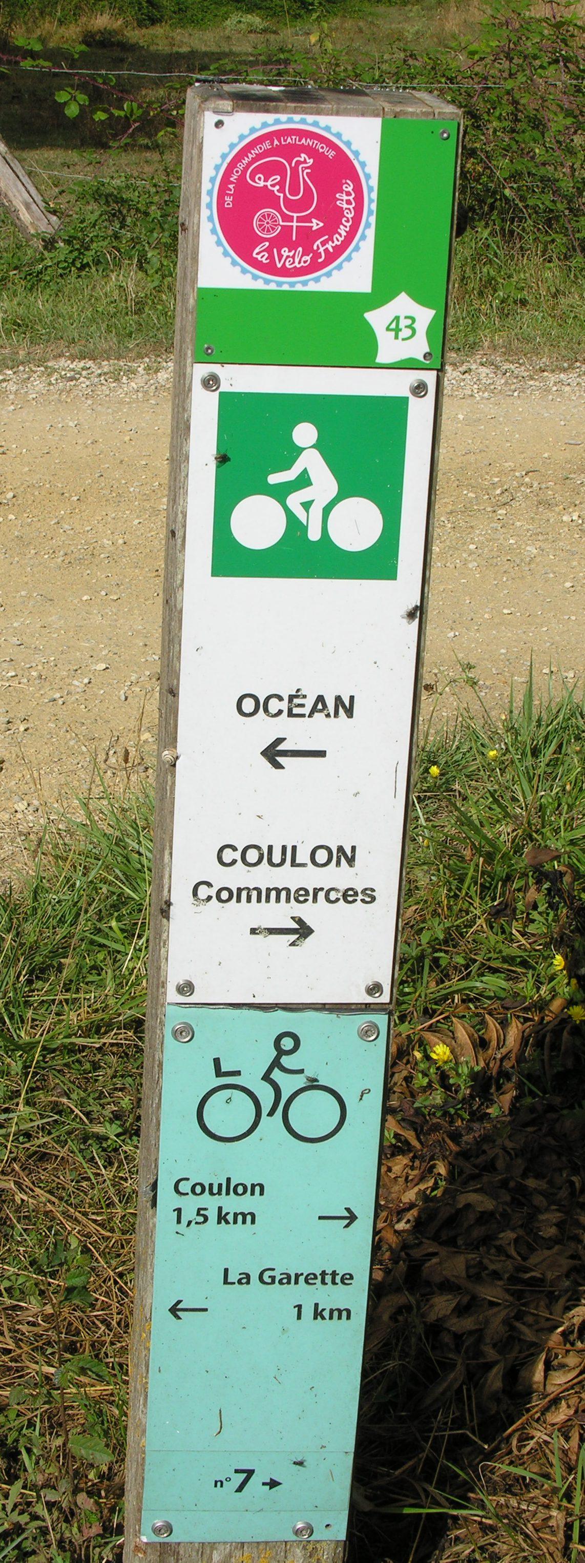 Identifiable par son logo apposé sur les balises des circuits locaux existants, La Vélo Francette® propose des variantes, comme celle de Coulon (photo).