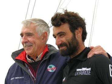 Le skipper le plus âgé l'américain Rich Wilson (à Gauche) en compagnie du plus jeune le suisse Alan Roura.